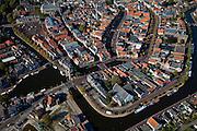 Nederland, Friesland, Sneek, 08-09-2009; Binnenstad met Waterpoort, de poort is gebouwd over de ingang tot de stadsgrachten, en is het symbool voor Sneek geworden. .Waterpoort (Watergate), built over the entrance to the city canals, symbol of Sneek..Luchtfoto (toeslag); aerial photo (additional fee required); .foto Siebe Swart / photo Siebe Swart