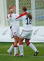 Marianne Pettersen, Norge og Ingrid Camilla Fosse Sæthre, Norge. A-landslaget 2003. Fotball. EM-kvalifisering kvinner. Spania - Norge 0-2. Las Rozas, Madrid, Spania. 16. november 2003. (Foto: Peter Tubaas/Digitalsport)