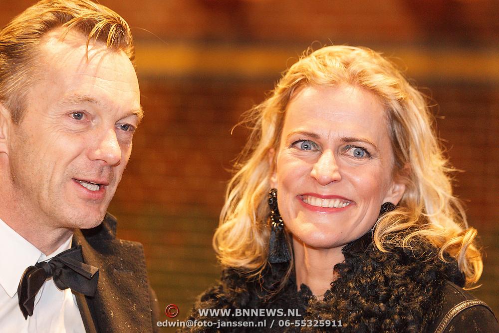 NLD/Amsterdam/20160210 - gasten arriveren bij Correspondents' Dinner 2016, Wim Pijbes en partner