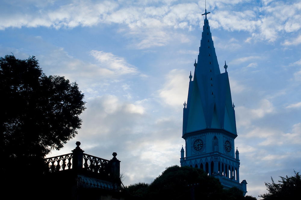 Manhumirim_MG, Brasil...Pinaculo da igreja Matriz do Bom Jesus em Manhumirim...The church spire of Matriz do Bom Jesus in Manhumirim. ..Foto: BRUNO MAGALHAES / NITRO