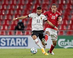 Yannick Carrasco (Belgien) og Yussuf Poulsen (Danmark) under UEFA Nations League kampen mellem Danmark og Belgien den 5. september 2020 i Parken, København (Foto: Claus Birch).