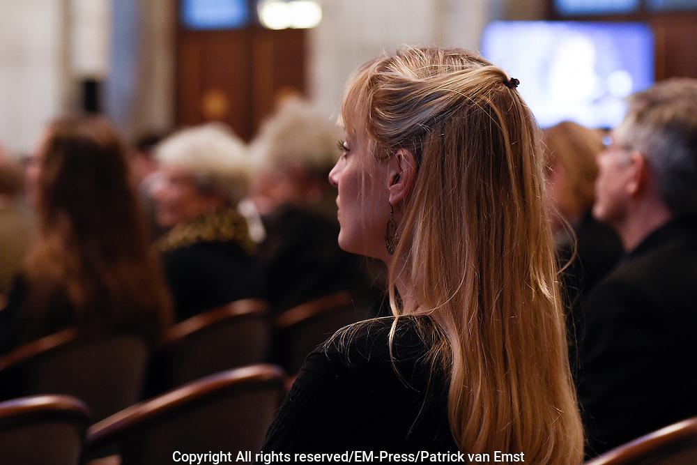 Koning Willem Alexander reikt Erasmusprijs 2016 uit aan  aan Britse schrijfster A.S. (Antonia Susan) Byatt.<br /> <br /> King Willem Alexander awards the  Erasmus Prize 2016 to British writer A.S. (Antonia Susan) Byatt.<br /> <br /> Op de foto / On the photo: