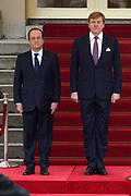 """François Hollande brengt een officieel bezoek aan Nederland. Hollande is in Nederland om de handelsbetrekkingen aan te halen.<br /> <br /> François Hollande brings an official visit to the Netherlands. Hollande is in the Netherlands for """"better""""Trading relations<br /> <br /> Op de foto/ On the photo:  De Franse president François Hollande komt aan op Paleis Noordeinde en wordt ontvangen door Koning Willem-Alexander <br /> <br /> French President Francois Hollande arrives at Noordeinde Palace and is received by King Willem-Alexander"""