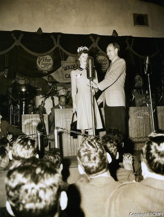 1944 Bandleader Kay Kyser chats with a volunteer at the Hollywood Canteen