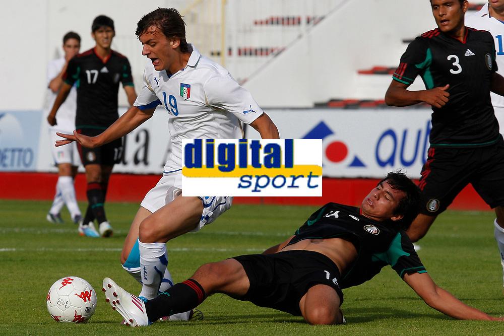 FOOTBALL - UNDER 20 - INTERNATIONAL TOULON FESTIVAL 2011 - 3RD PLACE - MEXICO v ITALY - 10/06/2011 - PHOTO PHILIPPE LAURENSON / DPPI - GABBIADINI MANOLO (ITA) / JORGE VALENCIA (MEX)