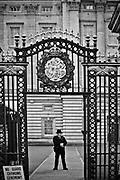 Londyn, 2009-03-06. Brama wejsciowa do rezydencji brytyjskich monarchów, Buckingham Palace.