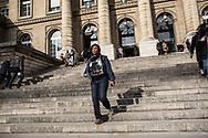 23102014. Paris. Tribunal de Grande Instance de Paris. Procès des 18 sans-papiers travaillant dans le salon de coiffure du 57 boulevard de Strasbourg, en grève depuis trois mois, pour statuer sur l'expulsion du local qu'ils occupent. L'audience est reportée au 6 novembre 2014.