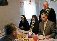 06.11.2011 Bohoniki (woj podlaskie) Polscy Tatarzy rozpoczeli swieto Kurban Bajram ( Swieto Ofiarowania ) jedno z najwazniejszych swiat muzulmanskich . W Bohonikach w ofierze zlozono byka n/z gosciem swieta byl Ambasador Islamskiej Republiki Iranu Samad Ali Lakizadeh (P) wraz z rodzina fot.Michal Kosc/AGENCJA WSCHOD UWAGA!!!ZDJECIA NIE MOGA BYC WYKORZYSTANE W INNYM KONTEKSCIE NIZ DOTYCZACYM POLSKICH TATAROW ANI OBRAZAJACYM UCZUCIA RELIGIJNE MNIEJSZOSCI TATARSKIEJ!!!