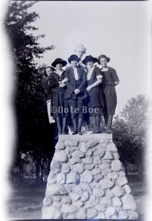 group of girls posing USA 1920s