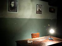 Bialystok, 17.09.2021. Uroczystosc otwarcia Muzeum Pamieci Sybiru przy ulicy Weglowej z udzialem Prezydenta RP Andrzeja Dudy. Muzeum ma za zadanie gromadzenie, ochrone i udostepnianie zbiorow dokumentujacych losy obywateli polskich zeslanych i deportowanych na Sybir oraz osadnictwo Polakow w Rosji i ZSRR. Siedziba wg projektu Jana Kabaca powstala kosztem 56 mln zlotych. N/z zainscenizowny pokoj przesluchan NKWD, na scianie portrety Berii i Feliksa Dzierzynskiego fot Michal Kosc / AGENCJA WSCHOD