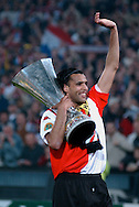 Photo: Gerrit de Heus. Rotterdam. UEFA Cup Final. Feyenoord-Borussia Dortmund. Pierre van Hooijdonk with the Cup. Keywords: beker
