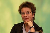 29 NOV 2003, DRESDEN/GERMANY:<br /> Angelika Beer, B90/Gruene Bundesvorsitzende, 22. Ordentliche Bundesdelegiertenkonferenz Buendnis 90 / Die Gruenen, Messe Dresden<br /> IMAGE: 20031129-01-012<br /> KEYWORDS: Bündnis 90 / Die Grünen, BDK, <br /> Parteitag, party congress, Bundesparteitag
