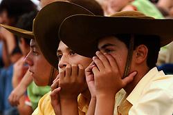 Amigos assistem a apresentação de danças típicas mirins o durante o 12 Rodeio Internacional do Mercosul, um dos maiores eventos do gênero. FOTO: Jefferson Bernardes/Preview.com