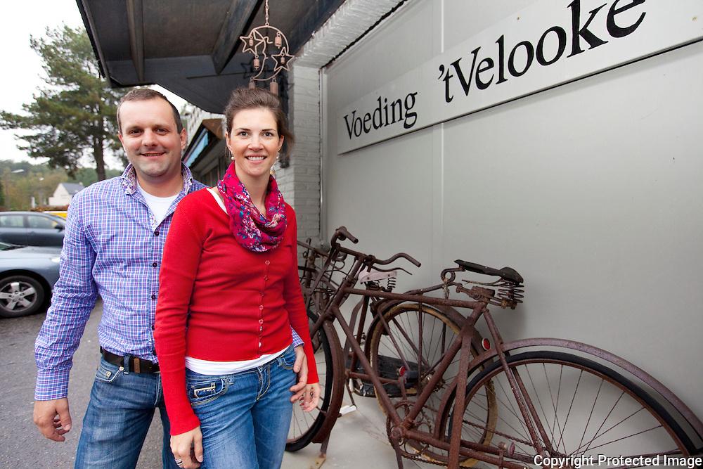 366316-buurtwinkel t'velooke reportage-Ivan Nietvelt en Jill Preudhomme