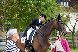 Bredow-Werndl Jessica von (GER), TSF Dalera BB, BÜRCHLER-KELLER Beatrice<br /> Balve - Longines Optimum 2019<br /> Impressionen Abreiteplatz<br /> LONGINES Grosser Optimum Preis<br /> Deutsche Meisterschaft Dressur<br /> Grand Prix Kür<br /> 15. Juni 2019<br /> © www.sportfotos-lafrentz.de/Stefan Lafrentz