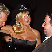 NLD/Amsterdam/20050806 - Gaypride 2005, optreden Vanessa, Hans van Breukhoven, Conny en Marc van der Linden