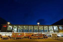 13.09.2015, Westbahnhof, Wien, AUT, Flüchtlinge in Österreich, Der Zugverkehr zwischen Österreich und Deutschland wurde heute um 17:00 Uhr für zwölf Stunden gestoppt. im Bild Rettungsfahrzeuge vor dem Westbahnhof // railway service between Austria and Germany has stopped for 12 hours at Westnbahnhof in Vienna on 2015/09/05, EXPA Pictures © 2015, PhotoCredit: EXPA/ Michael Gruber