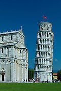 The Leaning Tower of Pisa, Torre pendente di Pisa, campanile freestanding bell tower and the Cathedral of Santa Maria, Pisa, Italy
