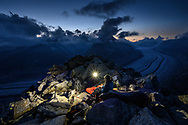 Biwak über dem Grossen Aletschgletscher mit Blick zum Jungfraujoch, Fiesch, Wallis, Schweiz<br /> <br /> Bivouac above the Great Aletsch Glacier with a view of the Jungfraujoch, Fiesch, Valais, Switzerland