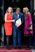 Uitreiking Prins Claus Prijs 2016 in het Koninklijk Paleis in Amsterdam.<br /> <br /> Op de foto:  Koning Willem-Alexander en Koningin Maxima met prinses Maabel  ////   King Willem Alexander and Queen Maxima with princess Mabel