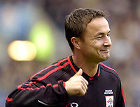 Photo: Leigh Quinnell.<br /> Leicester City v Southampton. Coca Cola Championship.<br /> 05/11/2005. Southamtons Dennis Wise gives the thumbs up as he is shouted at by the crowd.