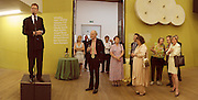 Nicholas Serota. Reception at the Tate Modern  to celebrate the first anniversary. 10 May 2001. © Copyright Photograph by Dafydd Jones 66 Stockwell Park Rd. London SW9 0DA Tel 020 7733 0108 www.dafjones.com