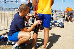 20150828 NED: NK Beachvolleybal 2015, Scheveningen<br />Kwalificaties NK Beachvolleybal 2015, fysio, injury hamstrings