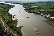 Nederland, Zuid-Holland, Bergambacht, 23-05-2011; Veer Bergstoep in de rivier de Lek ter hoogte van Bergambacht..Ferry in the river Lek near Rotterdam..luchtfoto (toeslag), aerial photo (additional fee required).copyright foto/photo Siebe Swart