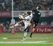 Dubai UAE. Tim Mikkelson of New Zealand, compeating for the high ball against Stephen Tomasin of the USA, during day one of the IRB World Rugby HSBC Sevens Series 2018, 1 December 2017. <br /> Copyright photo: Francois Steenkamp / www.photosport.nz