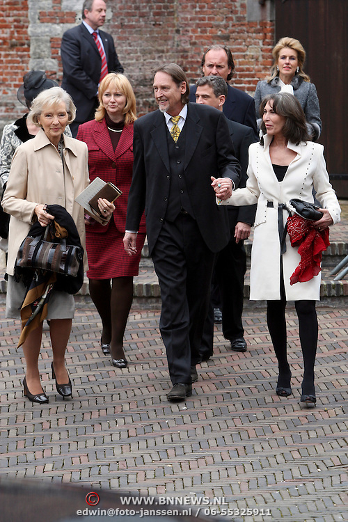 NLD/Wassenaar/20080403 - Herdenkingsdienst Erik Hazelhoff Roelfzema, Karin Steensma, weduwe van Erik Hazelhoff Roelfzema, zoon en partner Patricia Steur