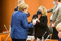 07 OCT 2020, BERLIN/GERMANY:<br /> Angela Merkel (L), CDU, Bundeskanzlerin, und Svenja Schulze (R), SPD, Bundesumweltministerin, mit Mund-Nase-Maske, im Gespraech, vor Beginn der Kabinettsitzung, Internationaler Konferenzsaal, Bundeskanzleramt<br /> IMAGE: 20201007-01-024<br /> KEYWORDS: Sitzung, Kabinett, Corona, Maske, Covid-19, Pandemie, Gespräch