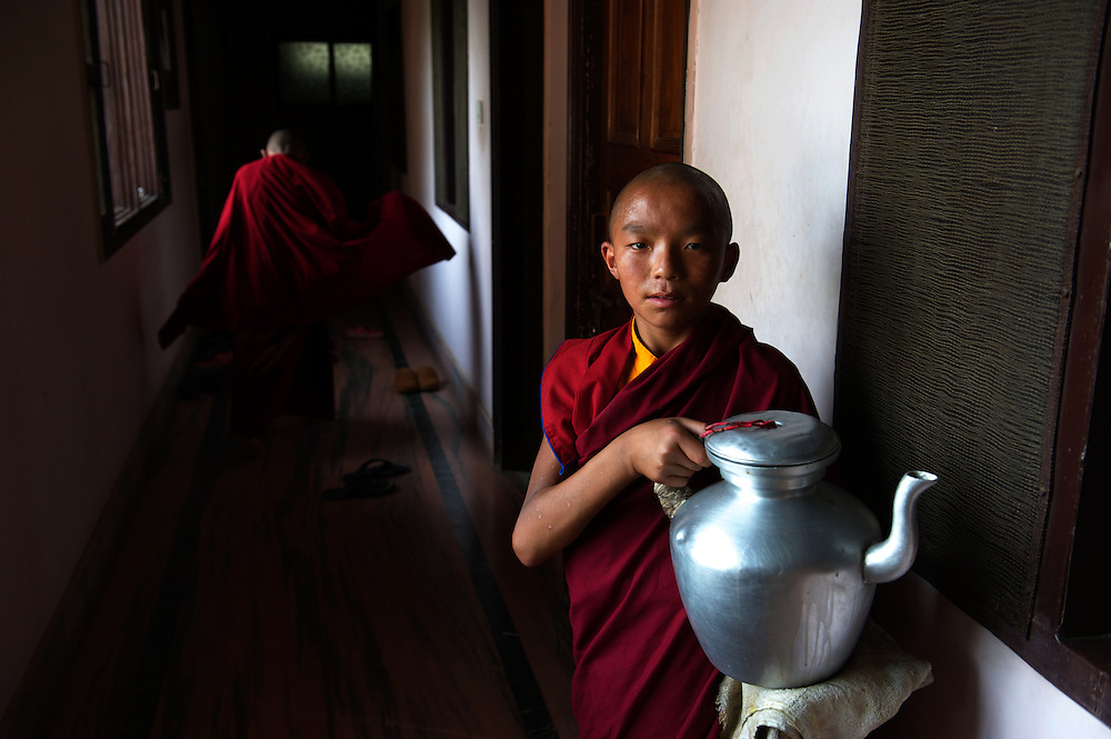 Novice buddhist monks serve tea during classes, Sarnath, Varanasi, Uttar Pradesh