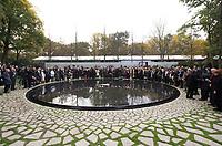 DEU, Deutschland, Germany, Berlin, 24.10.2012:<br />Feierliche Einweihung des Denkmals für die im Nationalsozialismus ermordeten Sinti und Roma Europas gegenüber dem Reichstag.