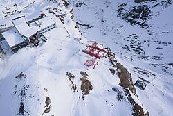 THEMENBILD - Gondel der Gipfelbahn kurz vor der Talstation am Skigebiet Kitzsteinhorn, aufgenommen am 21. Oktober 2020 in Kaprun, Österreich // Gondola of the Gipfelbahn at the Kitzsteinhorn ski resort, Kaprun, Austria on 2020/10/21. EXPA Pictures © 2020, PhotoCredit: EXPA/ JFK