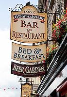 KILLARNEY (KERRY) -IERLAND, uithangborden, Bar, Restaurant, Bed & Breakfast, B&B, Beer Garden, COPYRIGHT KOEN SUYK