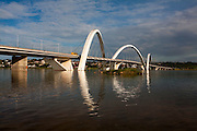 Brasilia_DF, Brasil...Ponte JK ou Ponte do Mosteiro sobre o Lago Paranoa, inaugurada em dezembro de 2002 e foi idealizada pelo arquiteto Alexandre Chan...The Juscelino Kubitschek Bridge, also known as the President JK Bridge or just the JK Bridge, crosses Lake Paranoa in Brasilia. It was designed by architect Alexandre Chan...Foto: LEO DRUMOND /  NITRO.