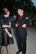 Isabella Blow and John Robinson. ( Paloma and the Penetrators) Mollie Dent-Brocklehurst and Vanity Fair host  the opening of 'Vertigo'  a mixed art exhibition at Sudeley Castle. Winchombe, Gloucestershire. 18 June 2005. ONE TIME USE ONLY - DO NOT ARCHIVE  © Copyright Photograph by Dafydd Jones 66 Stockwell Park Rd. London SW9 0DA Tel 020 7733 0108 www.dafjones.com