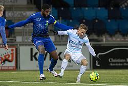Eddi Gomes (HB Køge) og Jeppe Kjær (FC Helsingør) under kampen i 1. Division mellem HB Køge og FC Helsingør den 4. december 2020 på Capelli Sport Stadion i Køge (Foto: Claus Birch).
