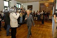 07 AUG 2002, BERLIN/GERMANY:<br /> Sabine Christiansen (blond), ARD TV Moderatorin, und Maybritt Illner (bruenett), ZDF TV Moderatorin, waehrend einem Fototermin zu einer Pressekonferenz von ARD und ZDF zu den bevorstehenden TV Duellen zwischen Kanzler und Unions-Kanzlerkandidat, Museum fuer Kommunikation<br /> IMAGE: 20020807-01-013<br /> KEYWORDS: Fernsehduell, Duell, Wahlkampf, Polit-Talk, Fotograf, Fotografen, Fotojournalisten,