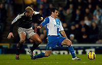 Fotball<br /> England 2004/2005<br /> Foto: SBI/Digitalsport<br /> NORWAY ONLY<br /> <br /> Blackburn Rovers v Chelsea, Barclays Premiership, 02/02/2005.<br /> Blackburn's Ryan Nelsen (R) holds off Chelsea's Eidur Gudjohnsen