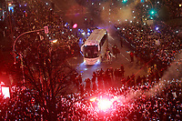 Real Madrid's supporters receive the team bus before Champions League Round of 16 1st leg match. February 14,2018. (ALTERPHOTOS/Acero)