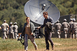(L-R) Amy Adams as Louise Banks and Jeremy Renner as Ian Donnelly in ARRIVAL by Paramount Pictures