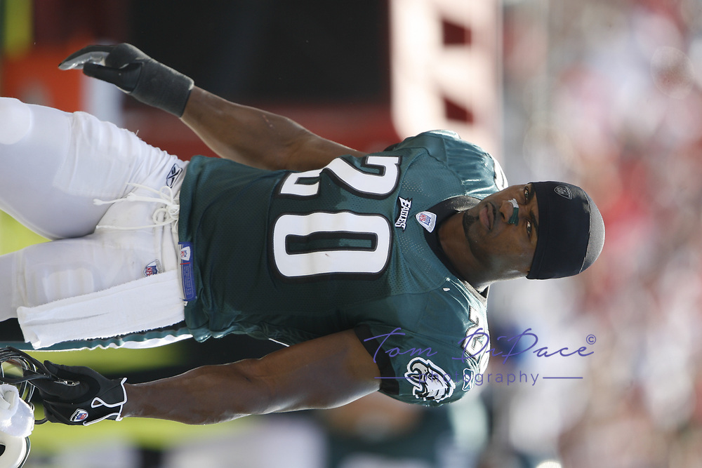 Philadelphia Eagles Brian Dawkins plays in a game against the Tampa Bay Buccaneers on October 22,2006.<br /> <br /> (Tom DiPace)