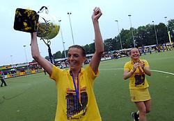 20-05-2007 HOCKEY: FINALE PLAY OFF: DEN BOSCH - AMSTERDAM: DEN BOSCH <br /> Den Bosch voor de tiende keer op rij kampioen van de Rabo Hoofdklasse Dames. In de beslissende finale versloegen zij Amsterdam met 2-0 / Mijntje Donners en Minke Booij<br /> ©2007-WWW.FOTOHOOGENDOORN.NL