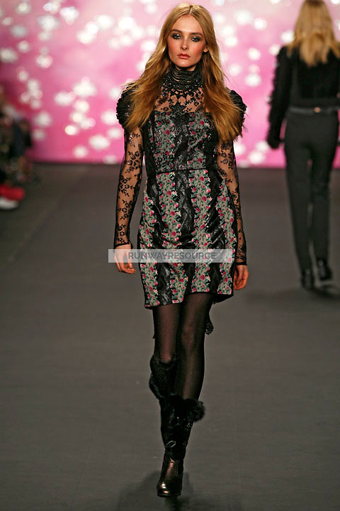 Snejana Onopka walks the runway wearing Anna Sui Fall 2009 collection