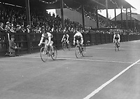 H2606<br /> Aonach Tailteann Athletics. Competitor in a cycling event.<br /> 1932 (Part of the Independent Newspapers Ireland/NLI Collection)