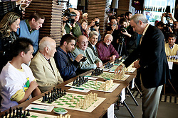 Grandmaster de xadrez, campeão mundial e um dos líderes de oposição ao governo russo, Garry Kasparov durante partida simultânea em Porto Alegre Alegre. FOTO: Jefferson Bernardes/Preview.com