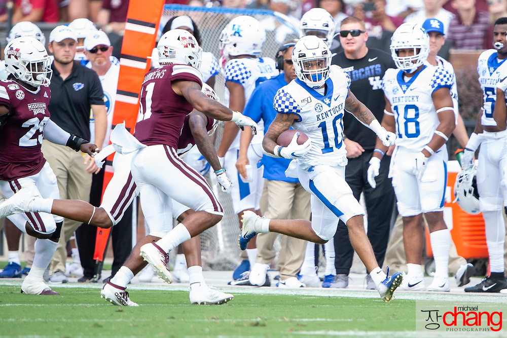 """STARKVILLE, MS - SEPTEMBER 21: Running back Asim """"A.J."""" Rose Jr. #10 of the Kentucky Wildcats looks to maneuver by safety Jaquarius Landrews #11 of the Mississippi State Bulldogs at Davis Wade Stadium on September 21, 2019 in Starkville, Mississippi. (Photo by Michael Chang/Getty Images) *** Local Caption *** Asim """"A.J."""" Rose Jr.; Jaquarius Landrews"""