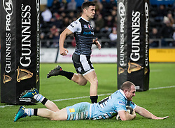 2nd November, Liberty Stadium , Swansea, Wales ; Guinness pro 14's Ospreys Rugby v Glasgow Warriors ;  Nick Grigg of Glasgow Warriors scores his sides fourth try<br /> <br /> Credit: Simon King/News Images<br /> <br /> Photographer Simon King/Replay Images<br /> <br /> Guinness PRO14 Round 8 - Ospreys v Glasgow Warriors - Friday 2nd November 2018 - Liberty Stadium - Swansea<br /> <br /> World Copyright © Replay Images . All rights reserved. info@replayimages.co.uk - http://replayimages.co.uk