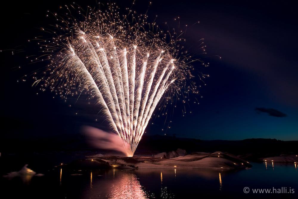 Fireworks at the lake, Jokulsarlon, Iceland - Flugeldar á Jökulsárlóni